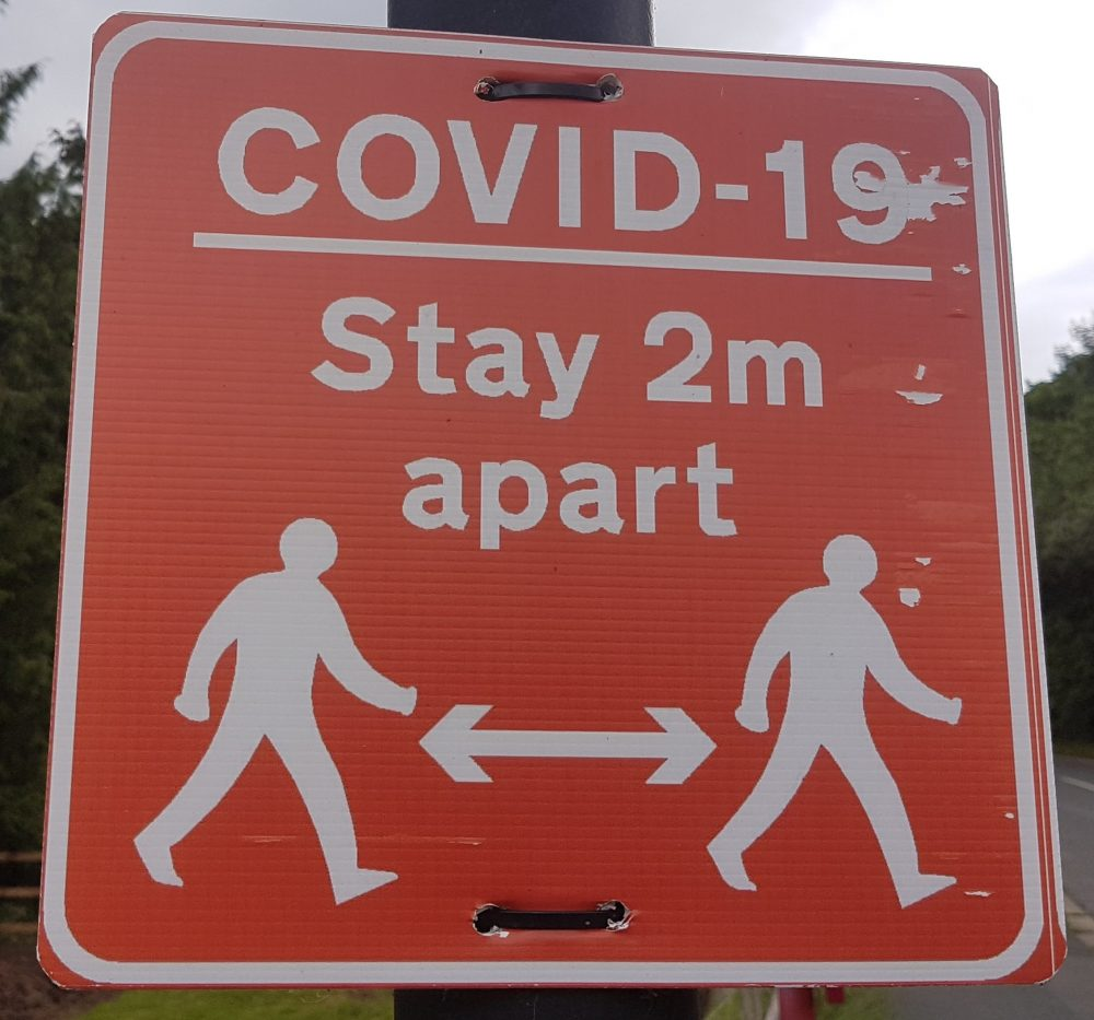 Sign informing people to stay 2m apart